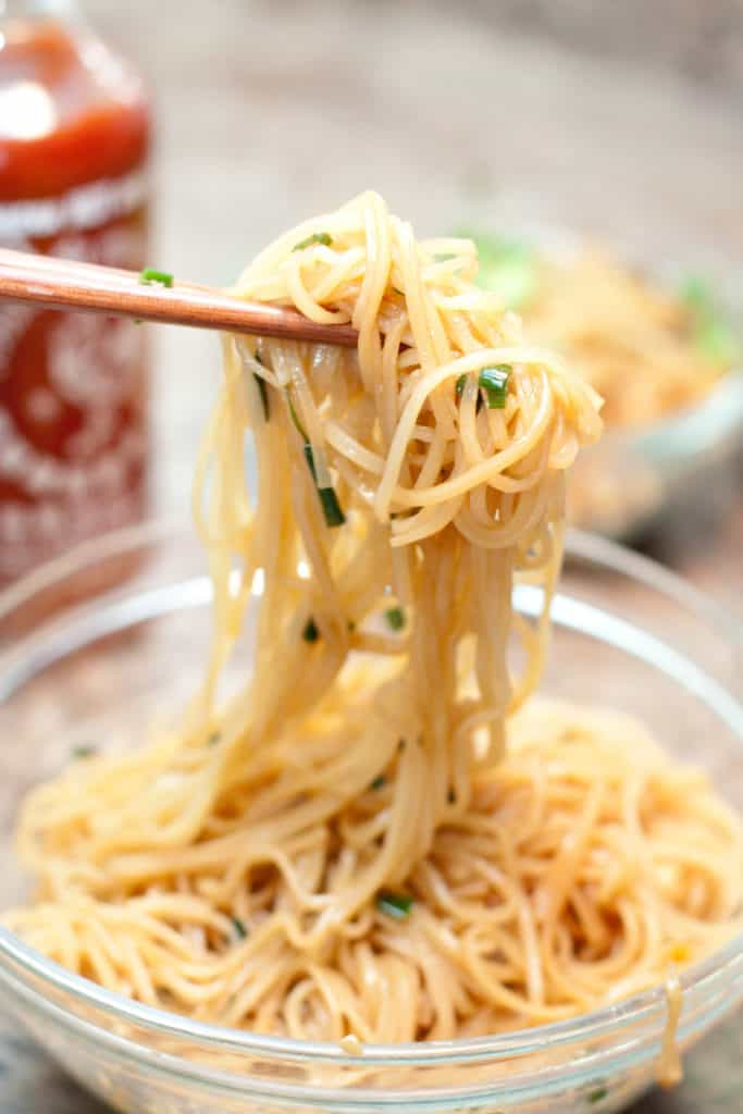15 Minute Garlic Fried Noodles: Just 15 minutes and 6 ingredients is all you need for this super easy, flavorful, rice noodle side dish!