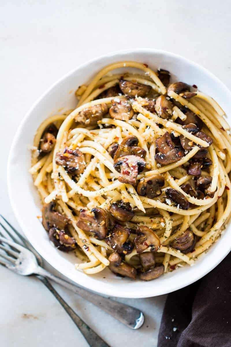 15-minute-mushroom-spaghetti-aglio-olio-1024x1024-4
