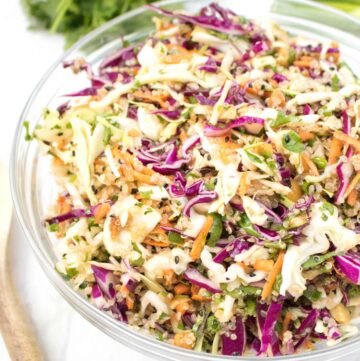 This Asian Sesame Ginger Slaw isn't your average slaw!  It's heartier due to the addition of quinoa, but also mayo free and lighter with a delicious sesame ginger dressing! #asianslaw #sesameginger #recipe #glutenfree #vegetarian #sides #dressing