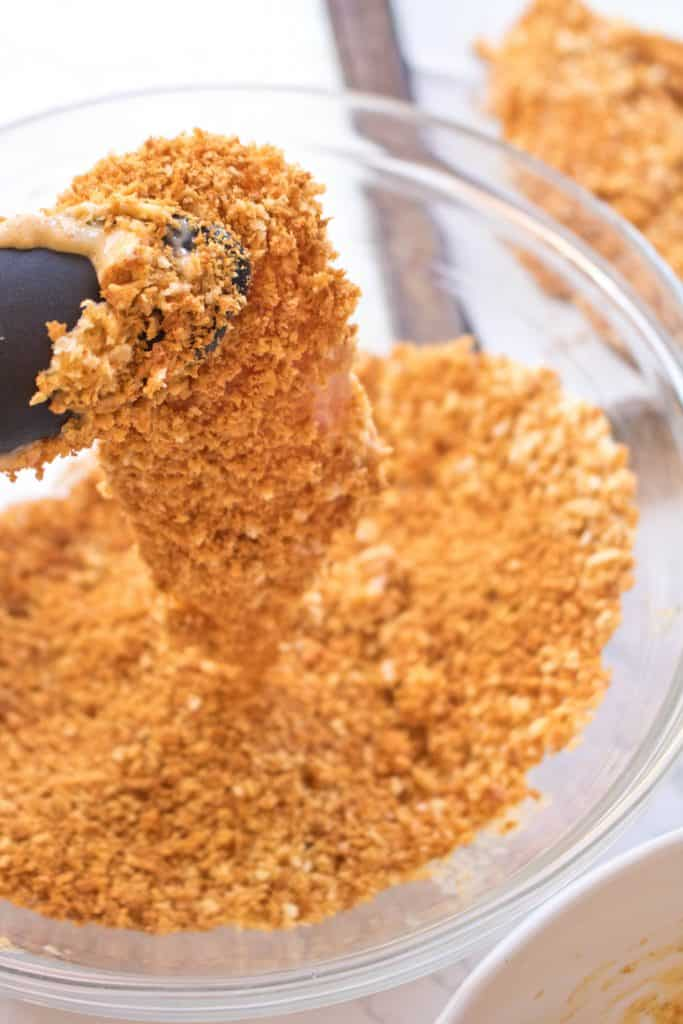 Super crispy and super easy. These Baked Panko Chicken Tenders are the healthy non fried cruncy alternative that's full of flavor and super delicious!